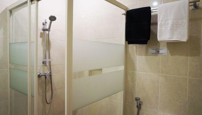 ZEN Rooms Raya Mastrip Surabaya - Kamar mandi
