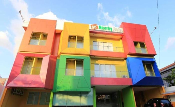 De' Nearby Hotel Manado - Tampilan Luar Hotel