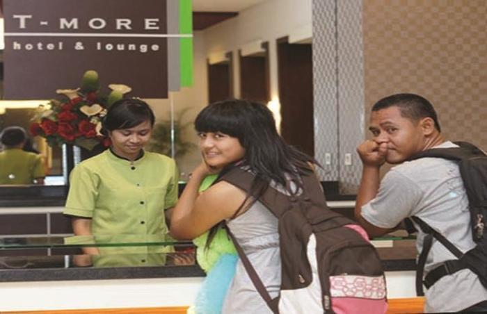 T-MORE Hotel & Lounge Kupang - Resepsionis