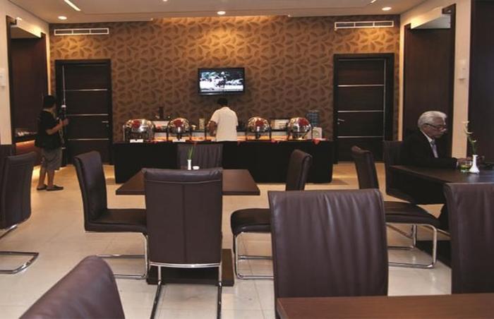 T-MORE Hotel & Lounge Kupang - Menu Prasmanan
