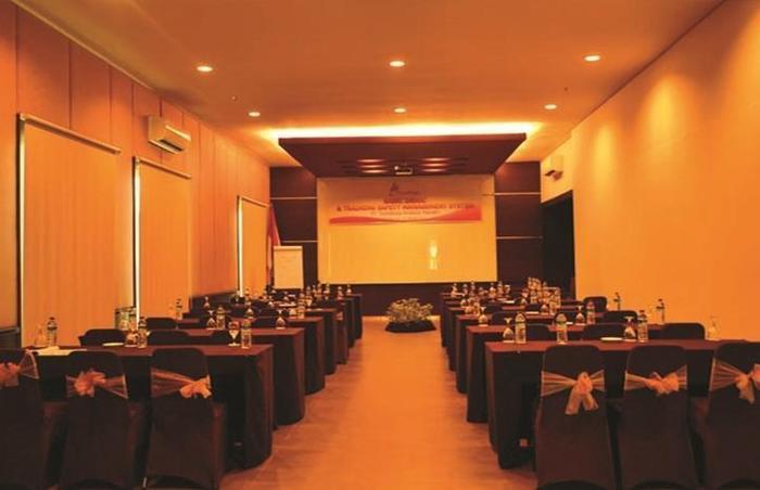 T-MORE Hotel & Lounge Kupang - Ruang Rapat