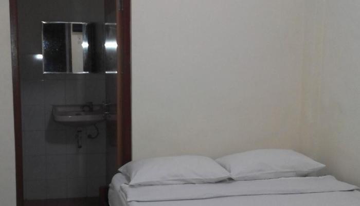 Hotel Malang Malang - Kamar Standard dengan kamar mandi ( termasuk sabun, handuk dan air mineral)
