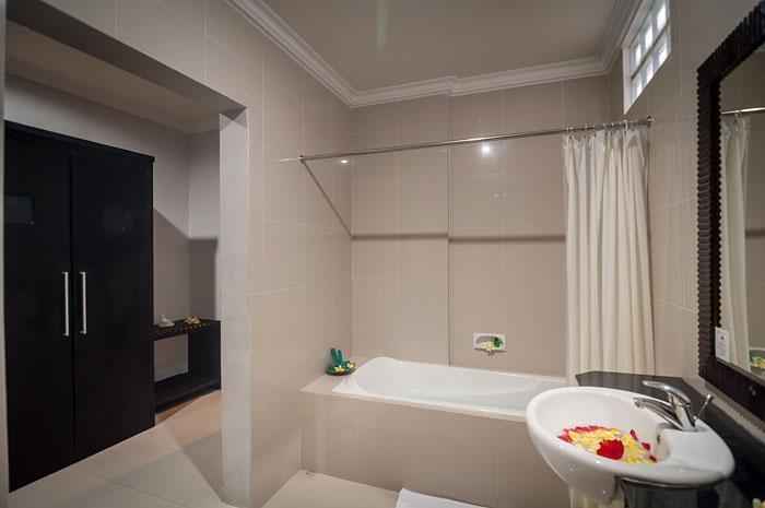 Melasti Beach Bungalow Bali - Suite (11/Aug/2014)