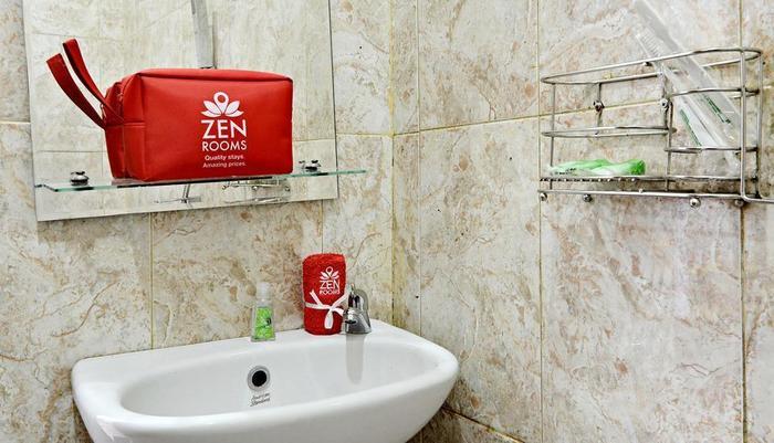 ZenRooms Cibogo Megamendung Puncak Bogor - Kamar mandi