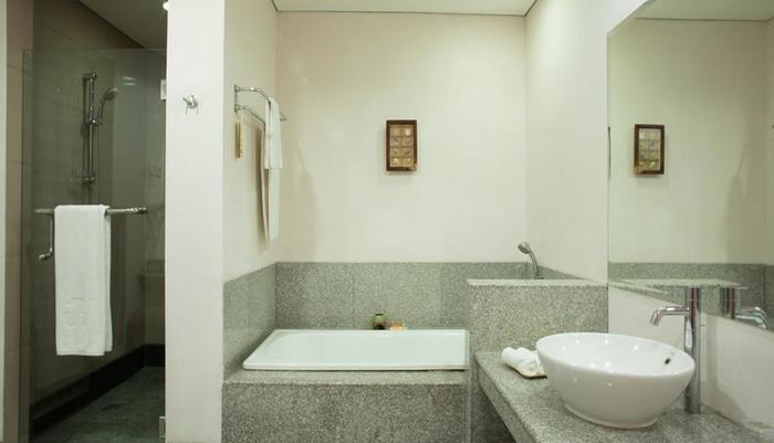 The Jayakarta Suites Komodo Flores - Kamar Mandi Suite