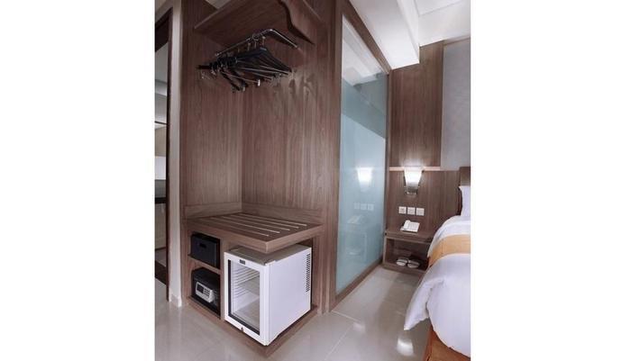 Aston Lampung City Hotel Bandar Lampung - Lemari pakaian