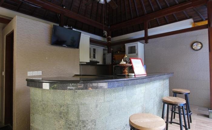 RedDoorz near Sindhu Beach Sanur Bali - Resepsionis