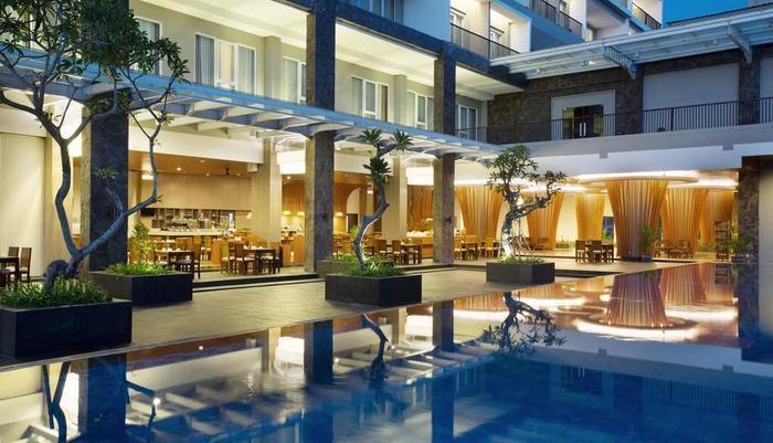 Hotel Santika Banyuwangi - Pool