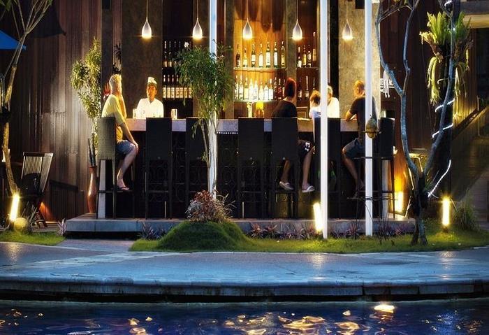 Prime Plaza Suites Sanur Bali - Bar