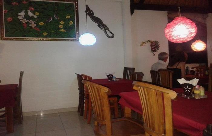 Titi Sedana Homestay Bali - Ruang makan