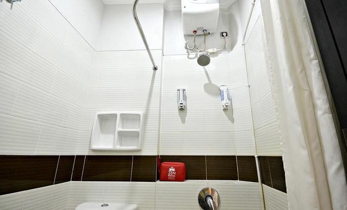 ZenRooms Tebet Gudang Peluru - Kamar mandi