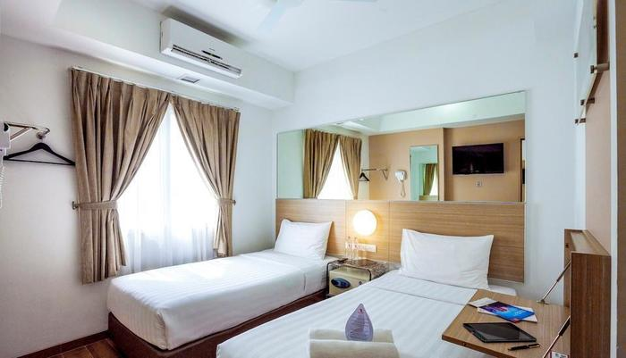 Red Planet Surabaya - Twin Room