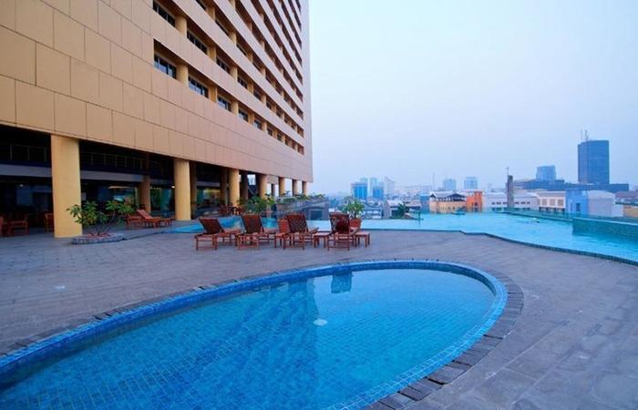 Merlynn Park Hotel Jakarta - Kolam Renang
