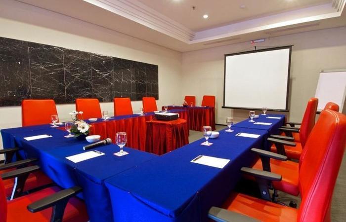Merlynn Park Hotel Jakarta - Ruang Rapat