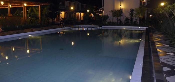 Gambir Anom Hotel & Villa  Solo - Kolam Renang