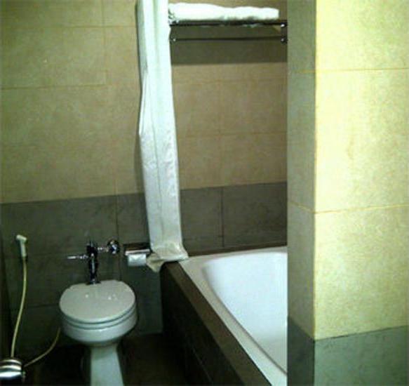 Rota Hotel Jakarta - Bathroom