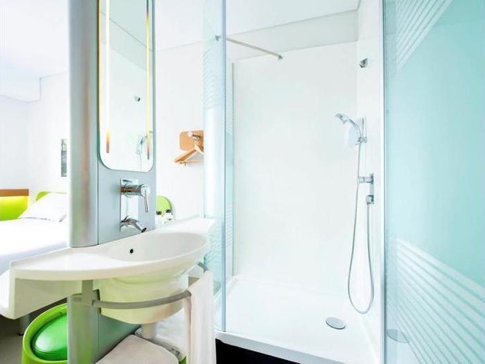 Ibis Budget Daan Mogot Jakarta - Bathroom