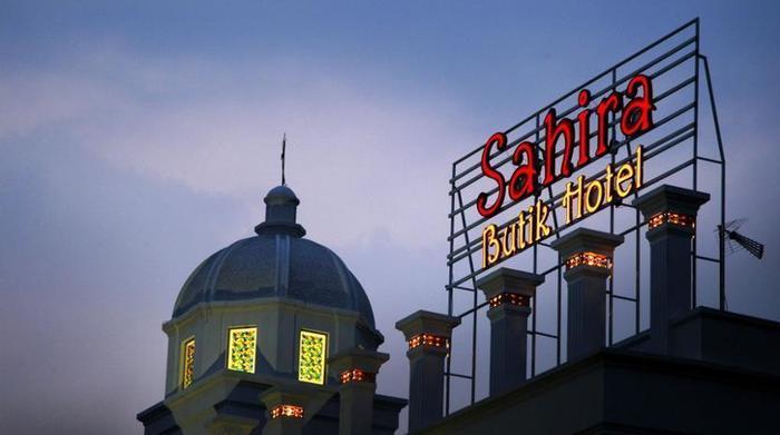Sahira Butik Hotel Bogor - Hotel Front - Evening/Night