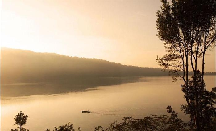 Puri Candikuning Bedugul - Lake View
