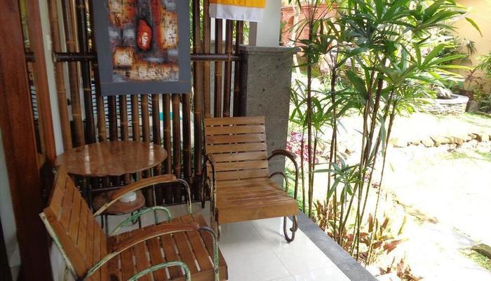Desak Putu Putera Hidden Bali - Teras