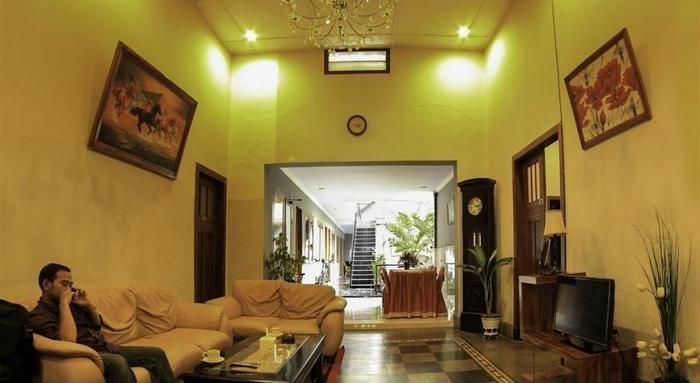 Hasanah Buring Guest House Malang - lobyy