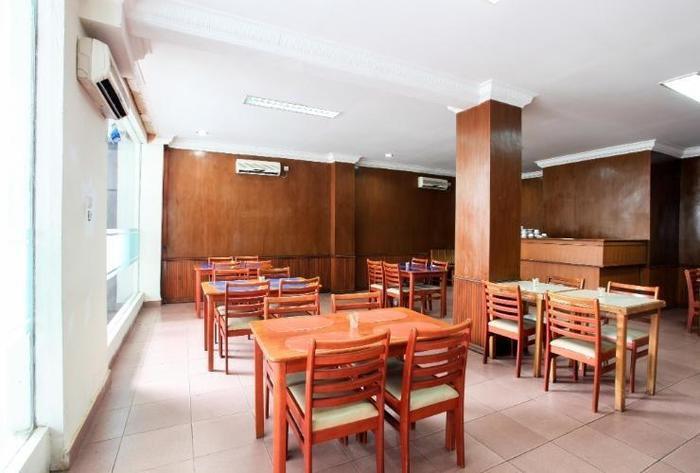 D Lira Syariah Hotel Pekanbaru - restaurant