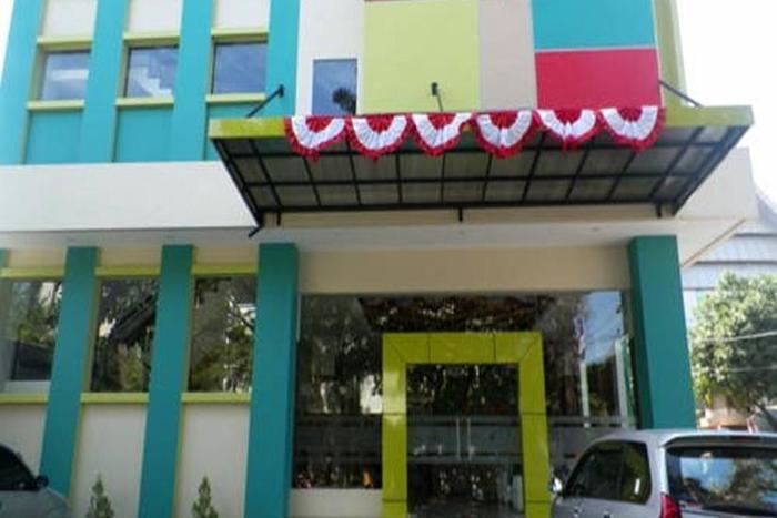 Hotel Artha Kencana Makassar - Tampilan Luar Hotel