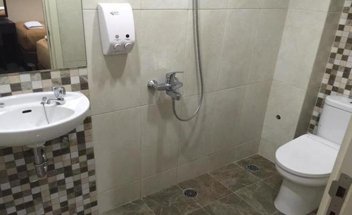 Tinggal Standard at Jalan Blora Menteng - Kamar mandi
