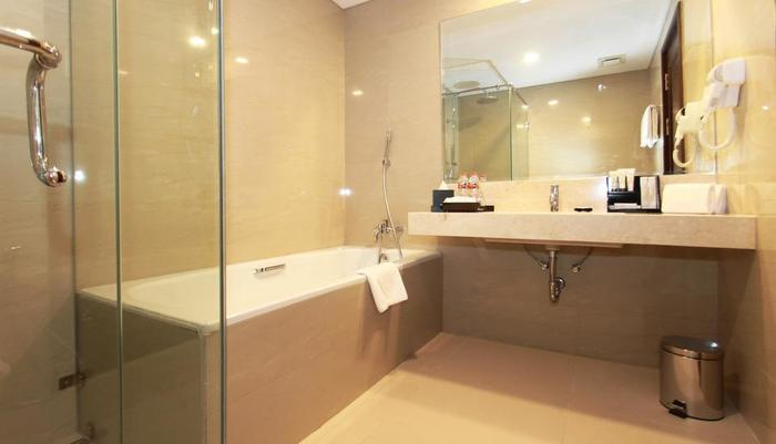 Grand Keisha Yogyakarta by Horison Yogyakarta - Bathroom