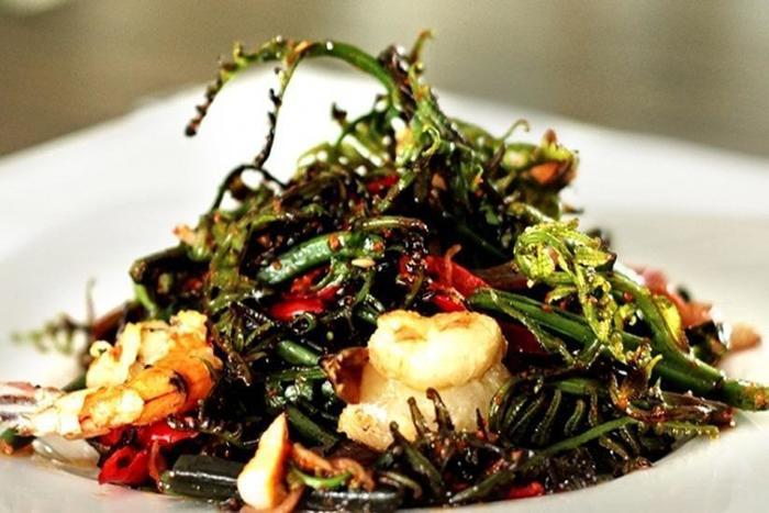 HW Hotel Padang - Shrimp Paste Ferns