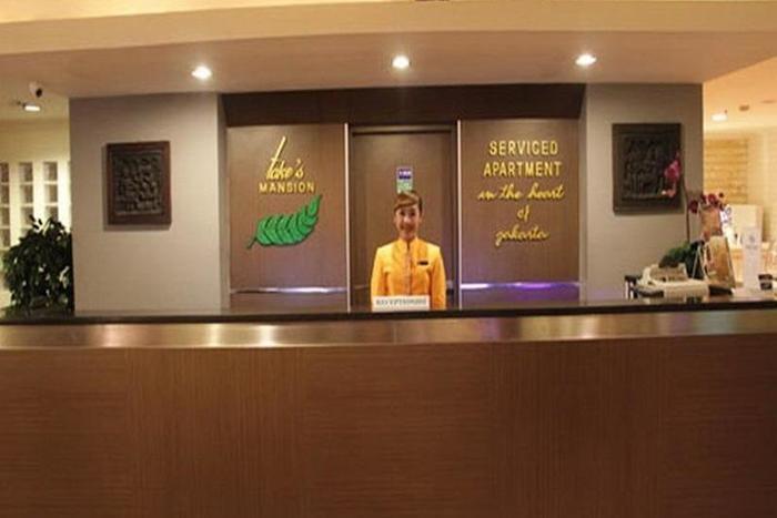 Takes Mansion Hotel Jakarta - Receptionist