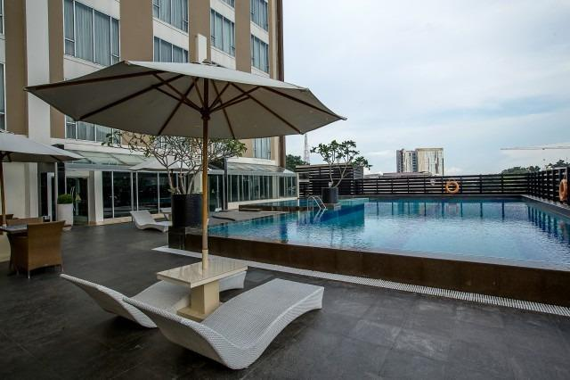 The Arista Hotel Palembang - Pool Area