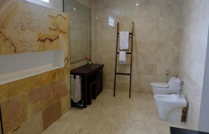 Villa Indah Batu Layar Lombok - Kamar mandi