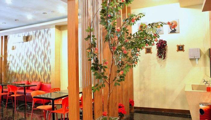 ZEN Rooms Perintis Kemerdekaan Makassar - area tempat duduk lobi