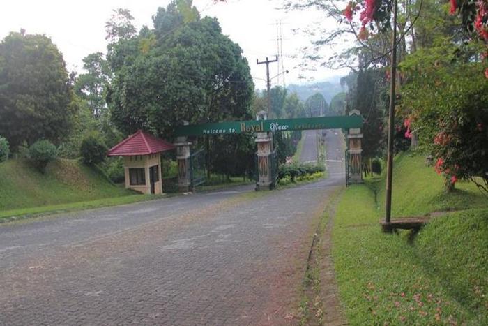 Villa Ruga Bandung - Pintu masuk