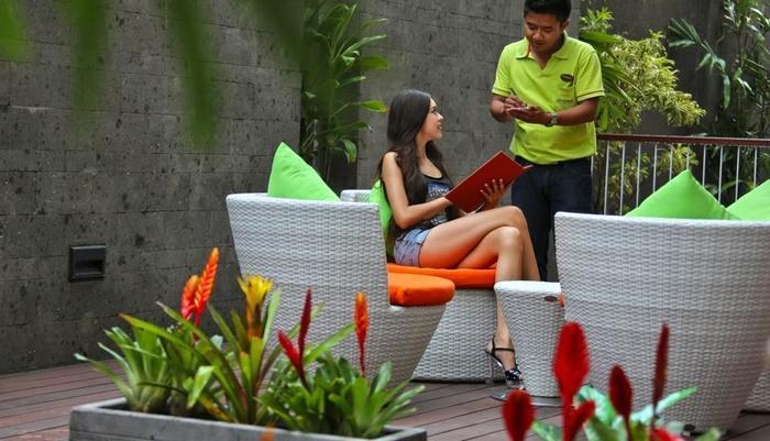 J4 Hotels Legian - Service
