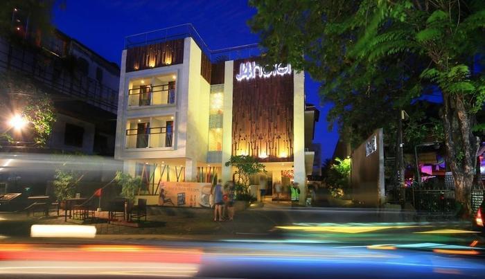 J4 Hotels Legian - Night View