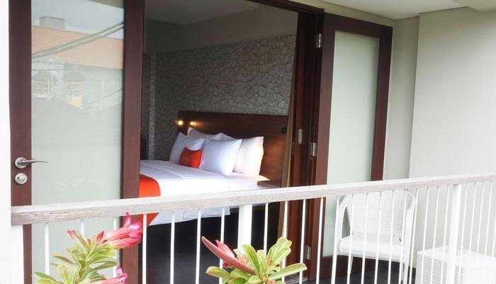 J4 Hotels Legian - Deluxe Balcony