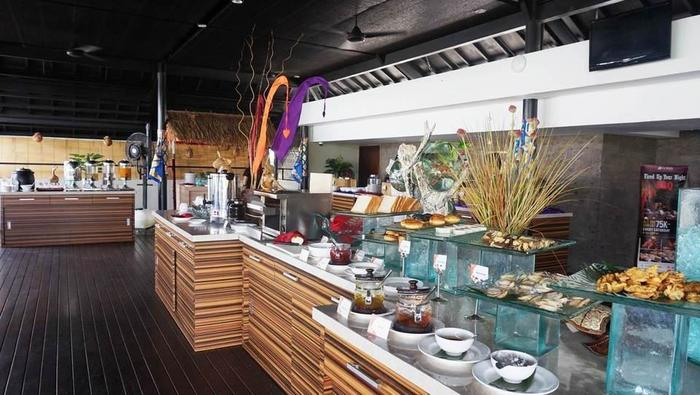 J4 Hotels Legian - breakfast
