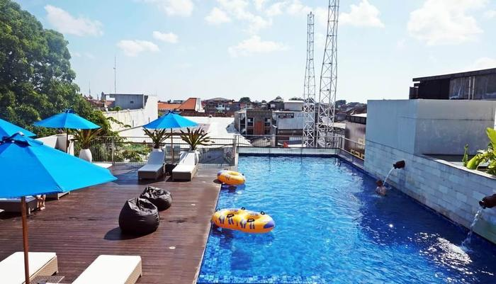 J4 Hotels Legian - Pool