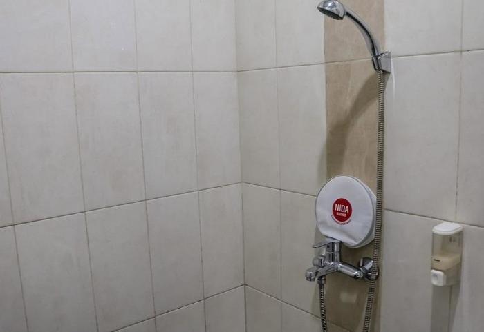NIDA Rooms Surya Samantri Coblong - Kamar mandi