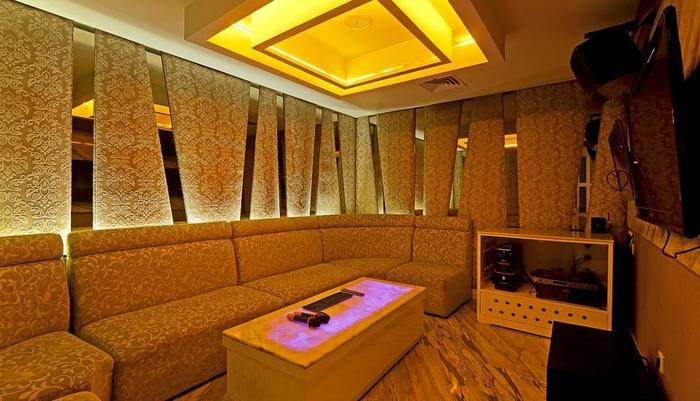 Redtop Hotel & Convention Center Jakarta - Ruang karaoke