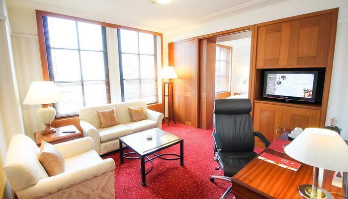 Redtop Hotel & Convention Center Jakarta - Plaza Club Suite