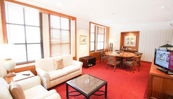 Redtop Hotel & Convention Center Jakarta - Executive Suite Facilites