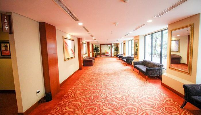 Redtop Hotel & Convention Center Jakarta - MPH Area
