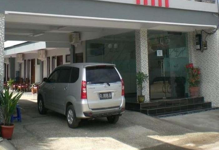 Rose Inn Hotel Pangandaran - Lobi parkir