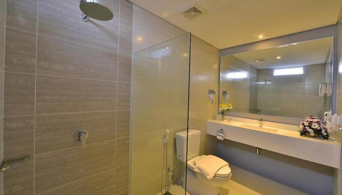 TOP Malioboro Hotel Yogyakarta - Kamar mandi