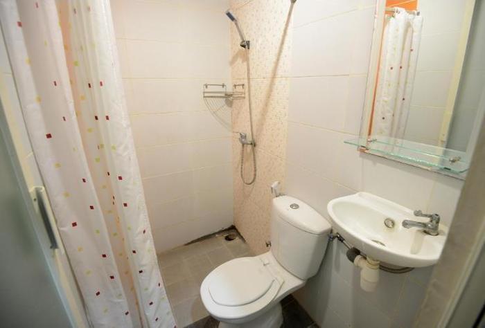 Oranje Gasthuis Siwalankerto Surabaya - Bathroom