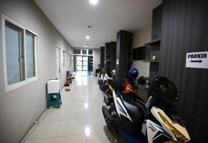 Oranje Gasthuis Siwalankerto Surabaya - Parkir Area