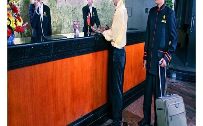 Travellers Hotel Jakarta - Receptionist